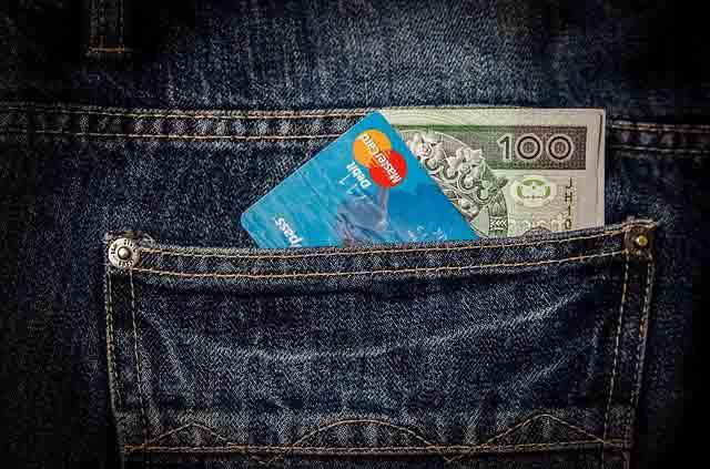 Platobná karta a peniaze